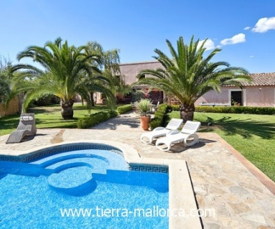100 m2 with bathroom and an office on the first floor. Further there is also a fitness room and gallery. The country house was completely renovated and offers living comfort combined with the charm of a mansion.
